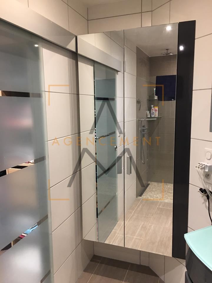Agencement sur mesure de salle de bain am agencement for Porte meuble salle de bain sur mesure